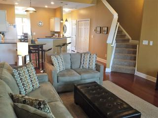 STUNNING CONTEMPORARY TH - 2 Full Master Suites - North Myrtle Beach vacation rentals