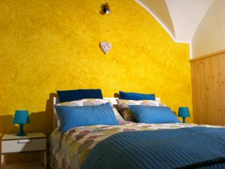 Bright 2 bedroom Male Apartment with Television - Male vacation rentals