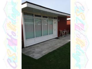 Lovely 2 bedroom Skegness Chalet with Short Breaks Allowed - Skegness vacation rentals