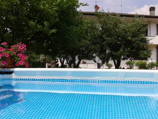 cASA PETUNIA AZZURRA - San Martino in Freddana vacation rentals