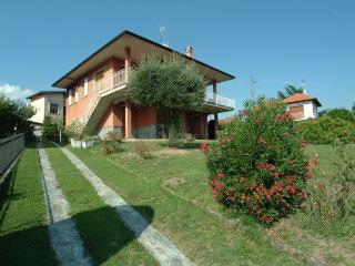 Cozy 2 bedroom Villa in Castelveccana - Castelveccana vacation rentals