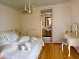 Thia Maria - classical apartment - Chania vacation rentals
