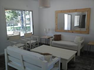 Muy Linda Casa con Jardin y Parrillero - Punta del Este vacation rentals
