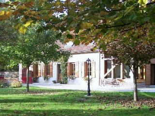 Convenient Bed and Breakfast with Housekeeping Included and Television in Foucheres - Foucheres vacation rentals