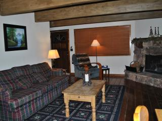 Cozy Romantic Big Bear Cabin Next to Ski Slopes. - City of Big Bear Lake vacation rentals