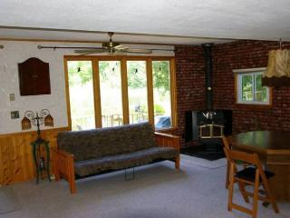 Nice 2 bedroom Peterborough Cottage with Internet Access - Peterborough vacation rentals