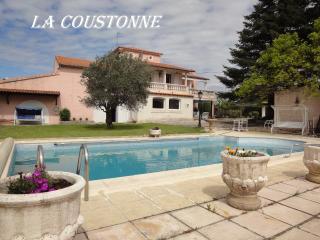 Grande maison avec sa piscine privée, au calme - Valreas vacation rentals