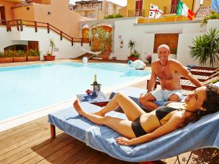 Cristal Blu - Monolocale - 2/3 posti - Santa Teresa di Gallura vacation rentals