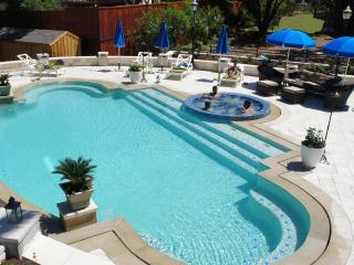 Great lake view, Lakefront , Swimming pool - Buchanan Dam vacation rentals