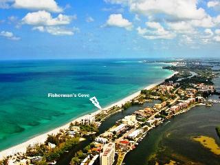 Gulf-Front - Siesta Key - 2 BR - Boat Docks - Pool - Siesta Key vacation rentals