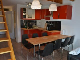Bright 4 bedroom Apartment in Isola - Isola vacation rentals