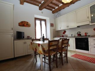 2 bedroom Condo with Parking in Rosia - Rosia vacation rentals