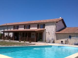 Lovely 5 bedroom Gite in Rouillac with Internet Access - Rouillac vacation rentals