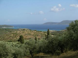 3 bedroom villa, panoramic views, pool, air-con. - Methoni vacation rentals