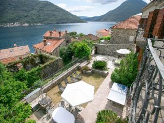 Spacious 9 bedroom Perast Villa with Internet Access - Perast vacation rentals