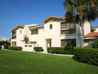 Nice Resort with Satellite Or Cable TV and Shared Outdoor Pool - Boca Raton vacation rentals