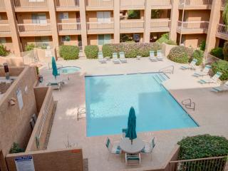 OLDTOWN 2 BEDROOM CONDO - HEATED POOL/SPA/WALK TO BEST SHOPS, DINING BARS IN AZ - Scottsdale vacation rentals