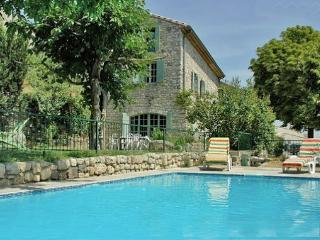 Mas Cibarots piscine privée 12p 6chb belle vue - La Garde-Adhemar vacation rentals