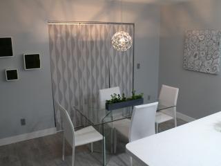 Elegant Modern / Contemporary Condo 1130 sq feet - Tempe vacation rentals