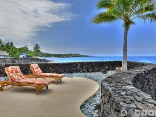 Oceanfront SFH SPA AC 3 BR 3 Bath Next to Beach - Kailua-Kona vacation rentals