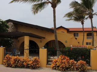 Aruba Beach Villa 5 bedroom 200 steps arashi Beach - Malmok Beach vacation rentals