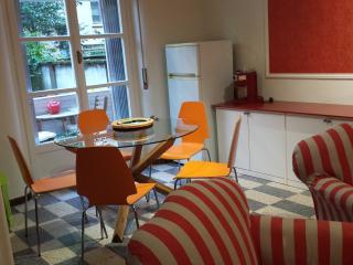 Casa Dan Tian, cozy flat in front of metro station - Milan vacation rentals