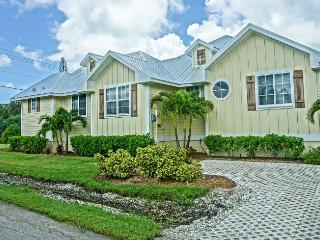 3 Bed 2 Bath Brand New Fully Loaded Pool Spa Bikes - Holmes Beach vacation rentals