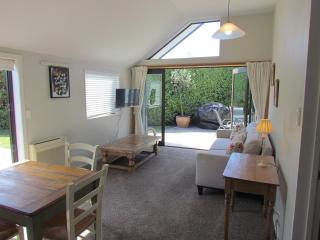 Sunny 2 bedroom House in Christchurch - Christchurch vacation rentals