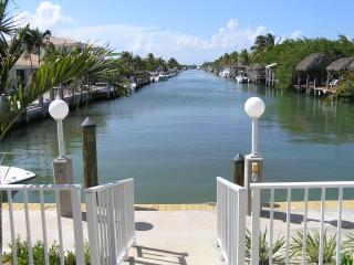 Palm Cottage - Upscale, 2BR/2BA, Cabana Club Pool - Key Colony Beach vacation rentals