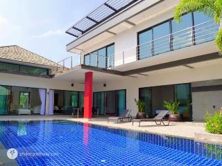 Exquisite 3-bedroom villa with a large pool - Bang Tao vacation rentals