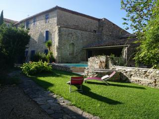5 bedroom village house with garden and pool - Pepieux vacation rentals