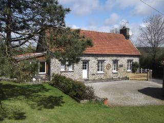 Lovely 3 bedroom cottage in quiet location - La Haye-du-Puits vacation rentals
