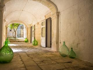 SUITE STEMMA (suite superior) CASTELLO DI CASAMASSELLA - Casamassella vacation rentals