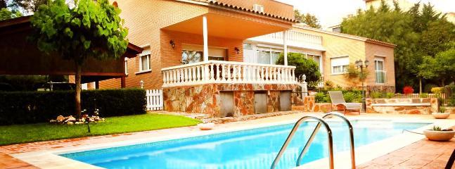 Idyllic villa with private tennis court just 10 minutes to Barcelona - Matadepera vacation rentals