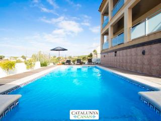 Mesmerizing villa in Calafell for 7 guests, only 9km from the beach! - Calafell vacation rentals