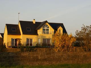 Finistère - Vue sur l'entrée du port d'Audierne - Plouhinec vacation rentals