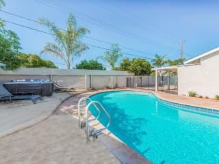 Gorgeous House with Dishwasher and Kettle - Anaheim vacation rentals