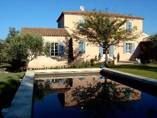 Grande maison de charme au pied du Mont Ventoux - Malaucene vacation rentals