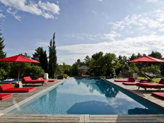 Wonderful Villa with Internet Access and A/C - Saint-Marc-Jaumegarde vacation rentals