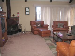 Ski On/Off! End Unit, Spacious, Pet friendly - Tannersville vacation rentals
