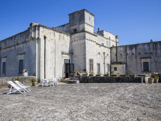 SUITE TORRE (suite deluxe) CASTELLO DI CASAMASSELLA - Casamassella vacation rentals