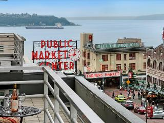 2 Bedroom 2 Bath Jazzy Market Oasis - Seattle vacation rentals