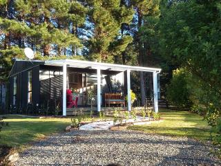 Nice 1 bedroom Cottage in Tauranga with Internet Access - Tauranga vacation rentals
