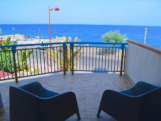 Acquamarina 8 - apartment in front of the beach - Santa Teresa di Riva vacation rentals