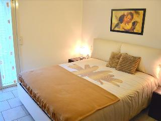 Apartment Zaffiro - modern and bright apartment near the beach - Santa Teresa di Riva vacation rentals