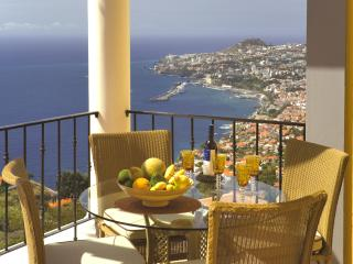 Romantic 1 bedroom Funchal Apartment with Hot Tub - Funchal vacation rentals