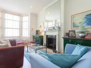 Superb 2 Double Bedroom Apartment in Chelsea - London vacation rentals