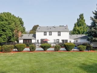 6 Bedroom Home in Western Suburbs with Heated Pool - Downers Grove vacation rentals