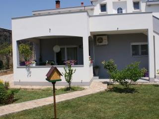 Beautiful apartment Nika with great garden - Zadar vacation rentals