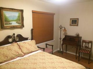 Great Condo Near College Mall - Bloomington vacation rentals